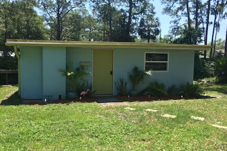 Central Florida Waterfront Cottage - DeLand - Kisház