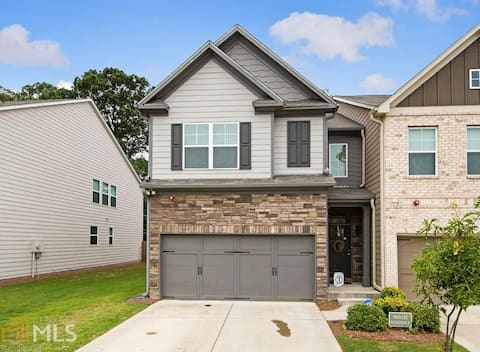 Great Townhouse in Lawrenceville