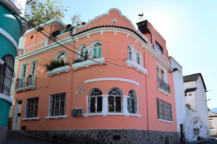 Amazing suite with sauna and jacuzzi, Quito center