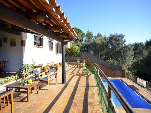 Villa Sa Garoina, is situated in the historical town of Begur, about 10 minutes from the c - Begur - Ev