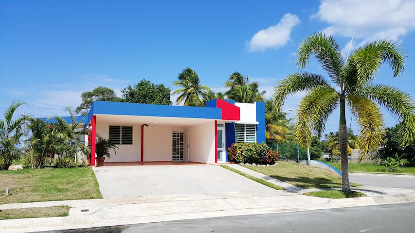(Los Corales) Intimate Beach House in Arecibo.