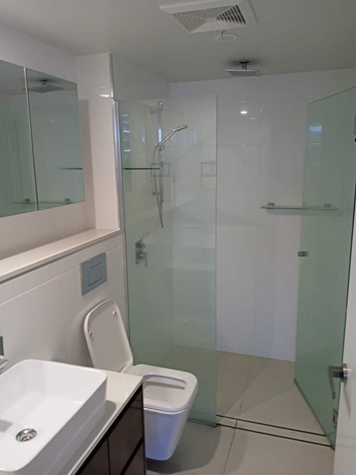Modern luxury fully furnished room in Toowong