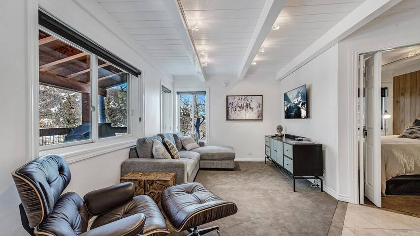 Fantastic Location Steps From Snowmass Village!
