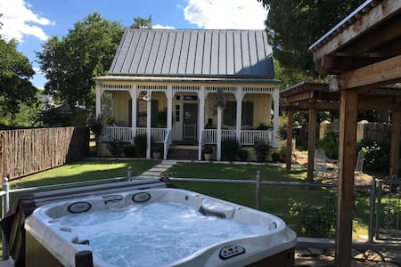 Rickerhaus- one block from Main st. - Bed & Breakfast