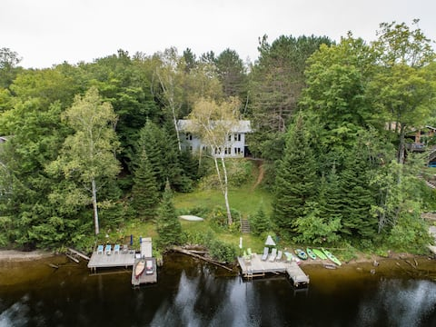 Muskoka River Cottage ~ steps from Mary Lake
