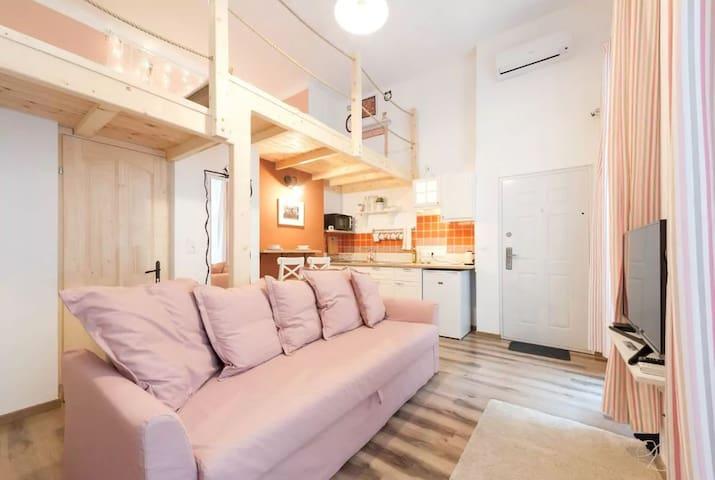 Homy & Romantic Center - Netflix,Free CoffeeTea - Budapest - Apartemen