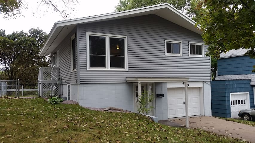 Pet friendly, steps from lake and NMU - Marquette - Casa