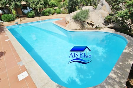 2 bedrooms, swimming pool, 5 min to the sea