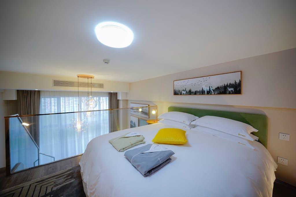 在每个房间配备了与华尔道夫套房所用同一品牌的金可儿高端乳胶床垫以及法国金伯格手工香薰,只为满足住客的极致睡眠体验。
