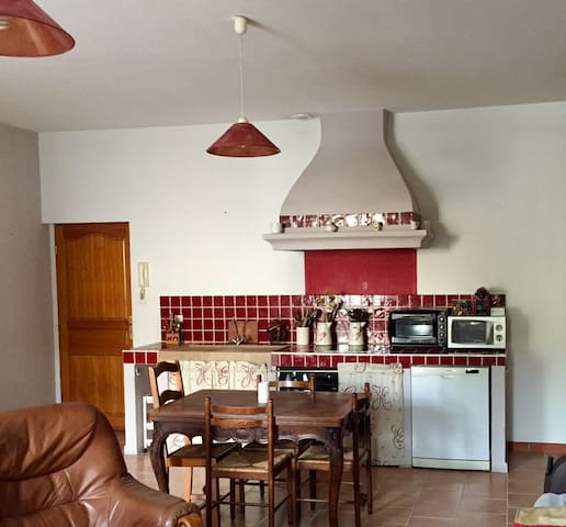 Nice and cosy apartment downtown. - Saint-Maximin-la-Sainte-Baume - Apartamento