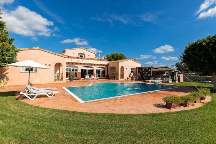 "Luxurious Villa ""Estrellita"" with Wi-Fi, Air Conditioning, Balcony, Terrace, Garden & Pool; Parking Available"