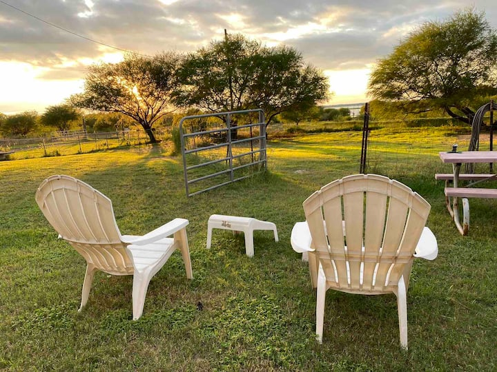 Cute Cabin/Couple's Retreat on an Alpaca Ranch!