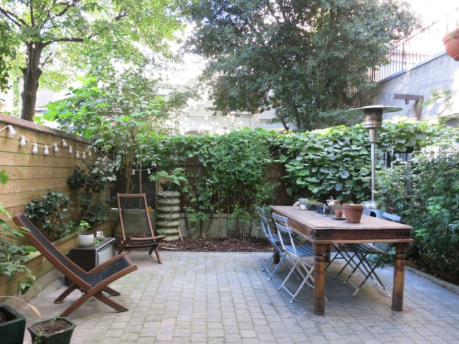 A private garden equipped with an electric bbq and a plancha