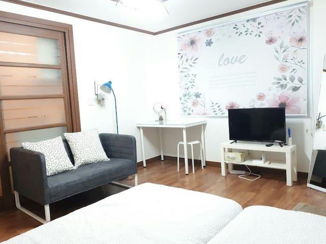 [미소하우스#3]싱글 침대2개!루지,케이블카 인접!깔끔한인테리어!가성비 짱!