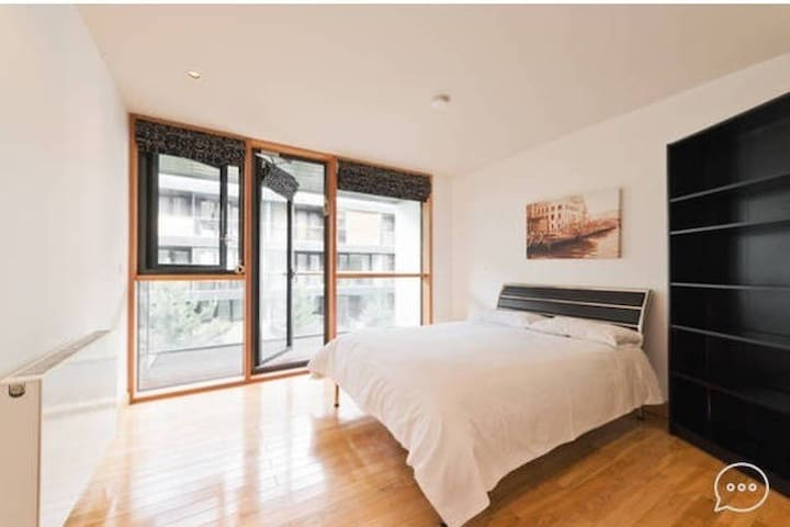 Gorgeous room with private bathroom in modern flat