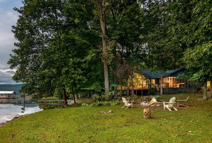 Dreamy Waterfront Retreat, Near Chattanooga