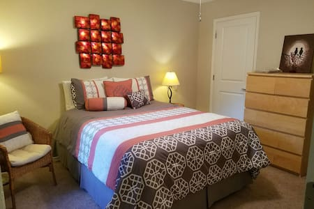 Private Room and Bathroom - Tallahassee