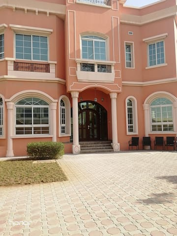 5 star Master bedroom n luxurious villa near Centr