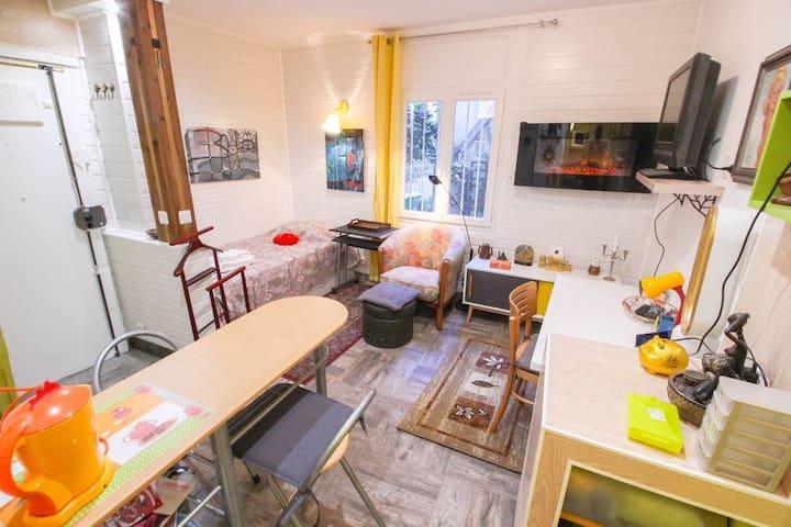 #Montmartre Rue Abbesses-Moulin Rouge/Chez Michou