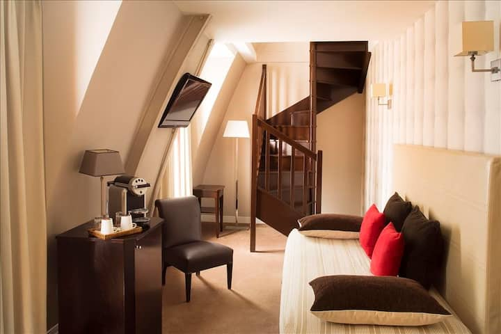 Quadruple Room for 4 people, close to Opera and the Louvre with breakfast included