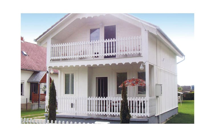 Holiday cottage with 3 bedrooms on 100 m² UBF276