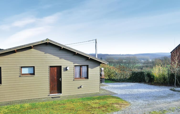 Holiday cottage with 2 bedrooms on 70m² in Noiseux