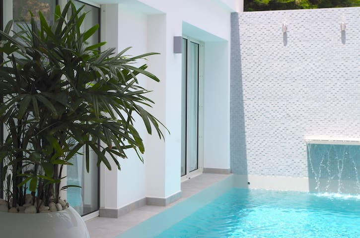 Private Plunge Pool and a Mosaic-tiled water feature, Short walk to Shops, Bars and Beach