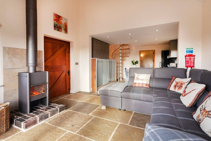5* LUXURY COTTAGE, LOG BURNER, HOT TUB,SAUNA