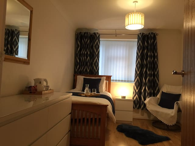 Comfortable single room in Ferndown #1
