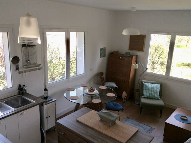 Dordogne River: Sunny Spacious Studio Apartment