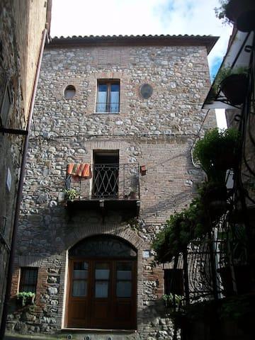 casa torre in pietra caratteristica - Monterubiaglio - Casa