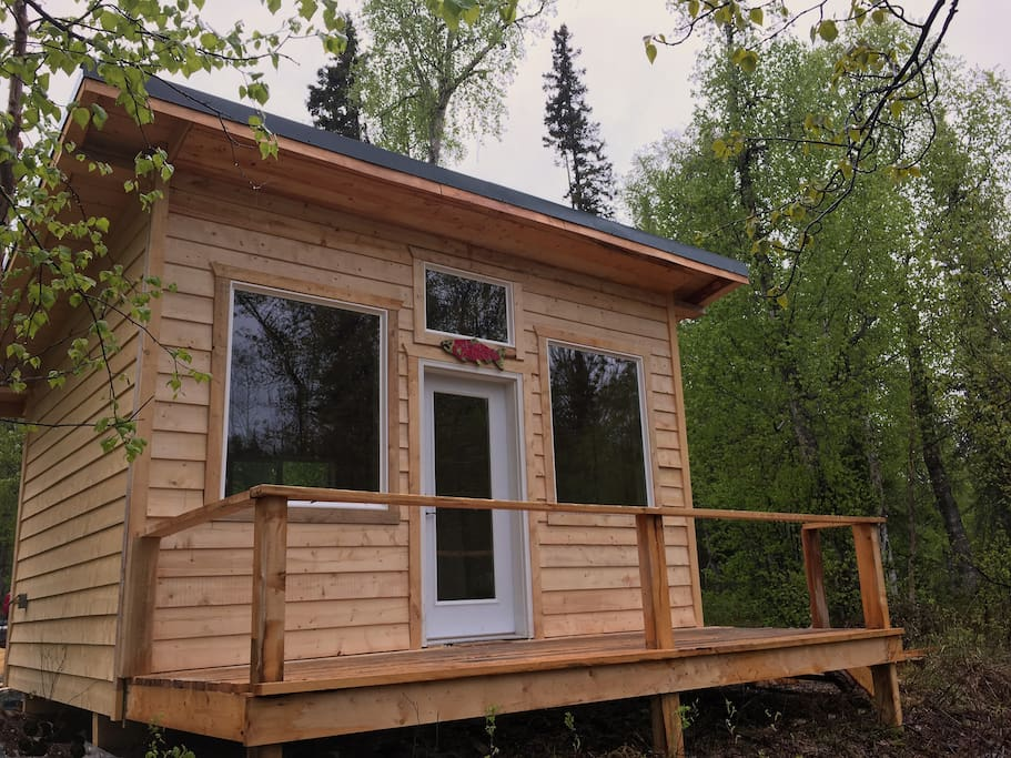 New in May of 2017 the Sockeye Cabin sports amazing views of our wilderness stream