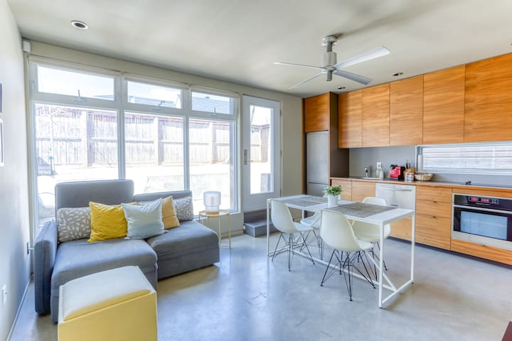 Clean, modern, and private apartment