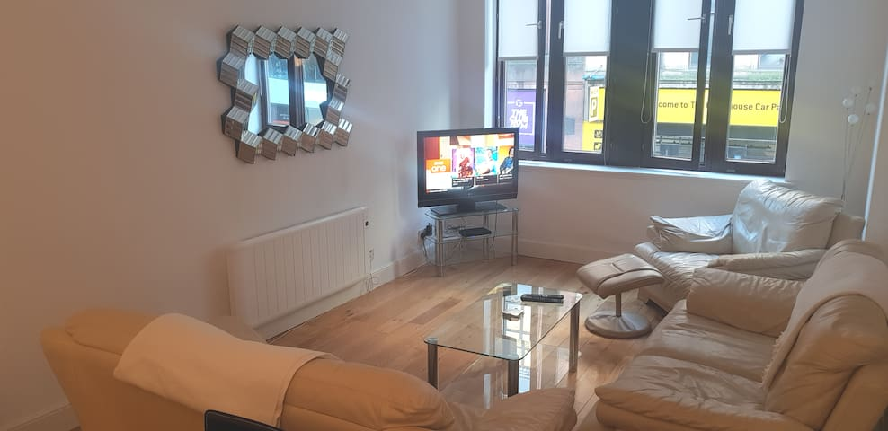 Great City flat with Jacuzzi bath and BT sports!