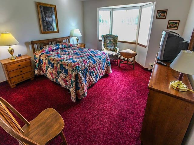 Comfy Queen Size Bed! - Timbers at Island Park Village Resort