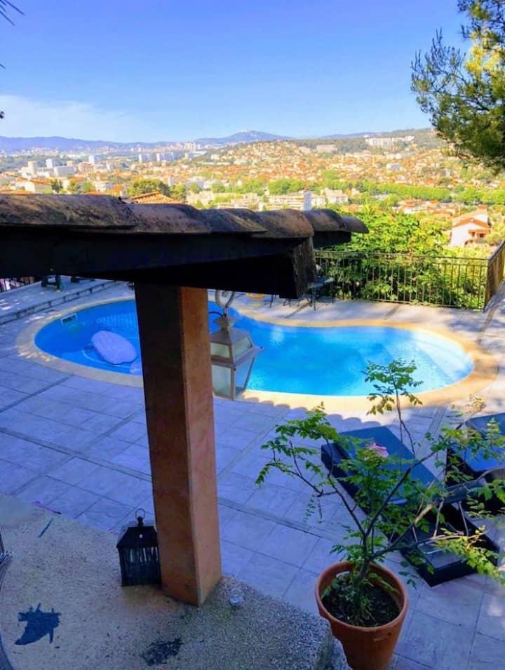 Superbe villa sur les hauteurs de Toulon