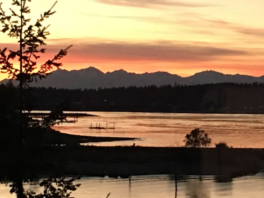 Stunning Sunsets of Olympic Mountains