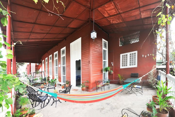 """Iconic colonial """"WOODEN HOUSE"""" Vedado (3 rooms)"""