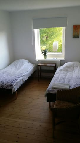 Dejligt værelse i lejlighed - Holeby - Wohnung