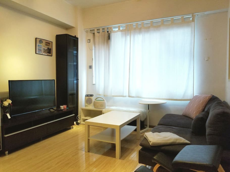 Spacious One Bedroom Apartment In Sheung Wan Apartments For Rent In Hong Kong Hong Kong