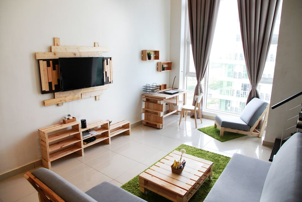 Well designed, spacious unit  located along the vibrant Old Klang Road in Kuala Lumpur is ideal for both leisure and work stays