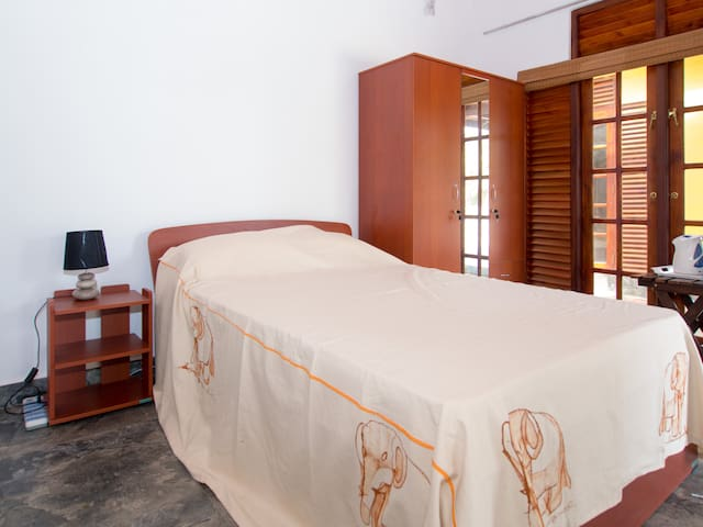 Resort Like No Other, airport hotel budget room - Gampaha - Boutique-hotell