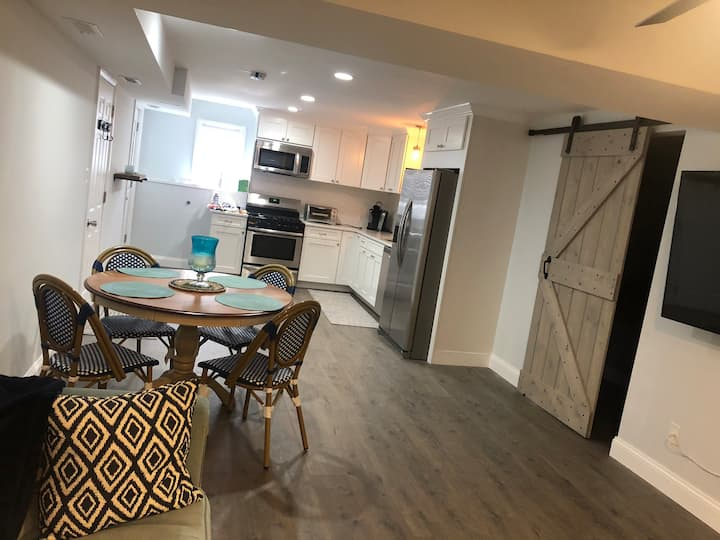 Newly Renovated Bayside Apartment