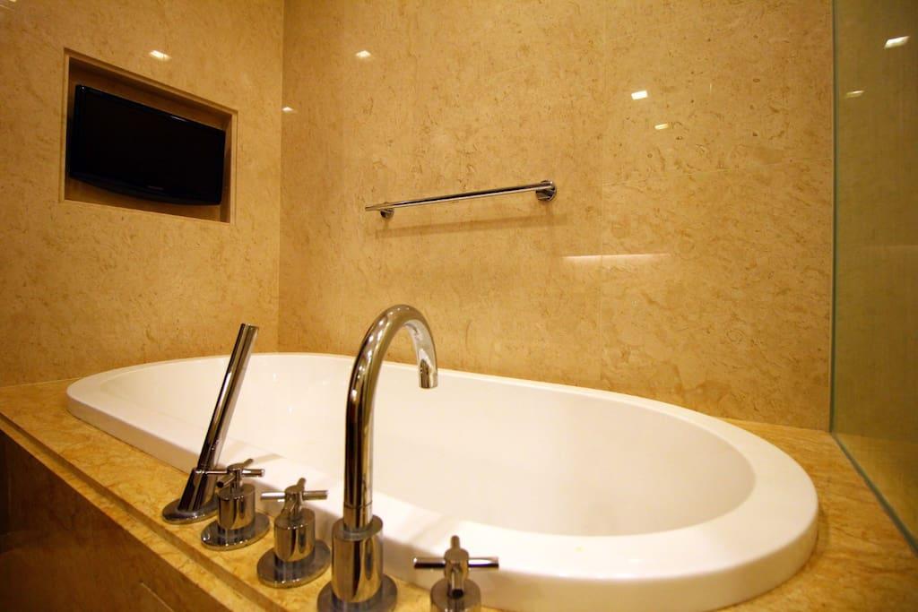 Strait Quay Luxury Suite