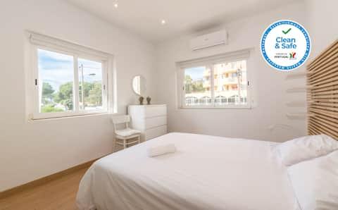 HOUZE_4 bedroom apartment near the beach!