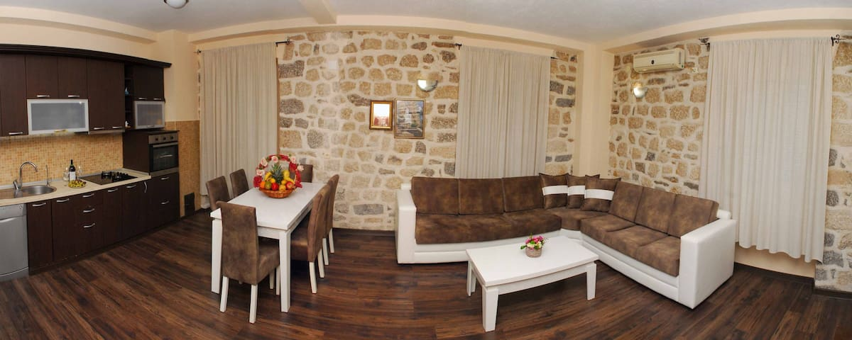3-Bedroom Apartment next to the Old Town