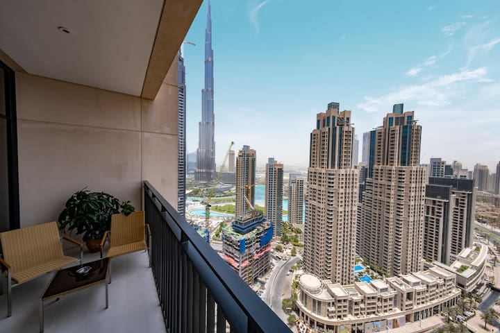 Spectacular 4 BDR with towering Burj Khalifa views