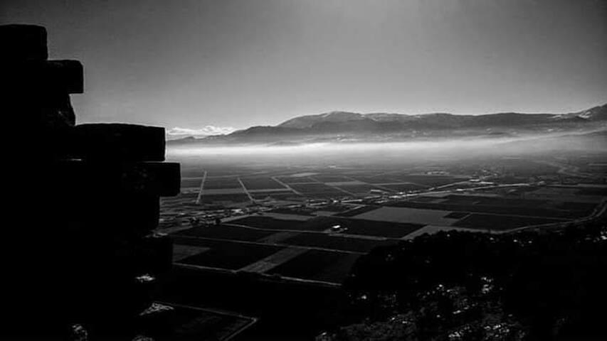 Ο κάμπος της Κωπαΐδας. Θέα από τον Μακεδονικό Πύργο στην κορυφή του Ακόντιου Όρους.