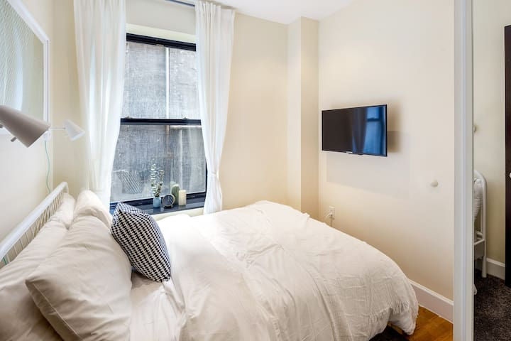 Hotel Style New Private Bedroom in UWS 107 4-2