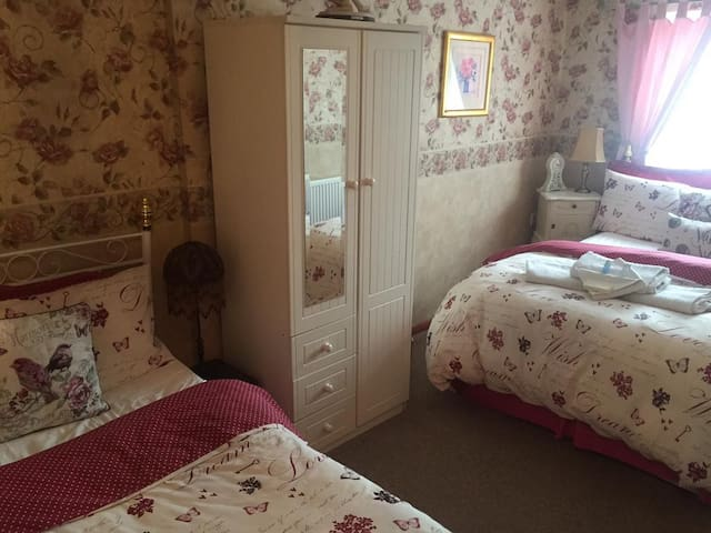 Lovely BB-Sleeps 3, Westbury -Ideal Longleat/ AOSB